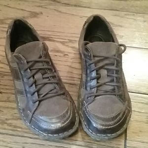 Born distressed leather womens shoes 7.5